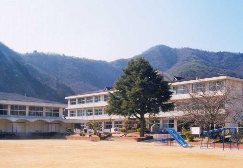 東栗栖小学校